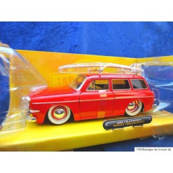 VW 1600 Typ 3 Variant with surfboard red 1:24