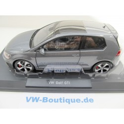 VW Beetle 1200 Brezel in 1:18  Minichamps + 1949 + black 107054001