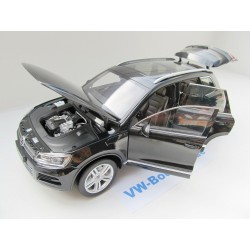 VW Touareg white 1:18 from Welly