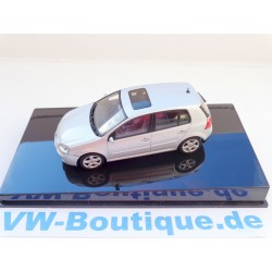 VW Golf 5  4 doors in 1:43 from Autoart  silber