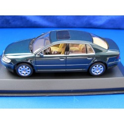 VW Phaeton green metallic 1:43