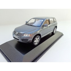 VW Touareg 1 2002 in black magic pearl effect 1:43