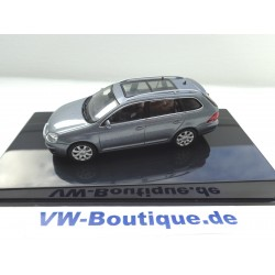 VW Golf 5  4 doors in 1:43 from Autoart  blue