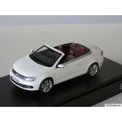 VW EOS in white