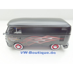 VOLKSWAGEN VW T1 Bus Transporter black flames Motormax 1:24 79567 NEW